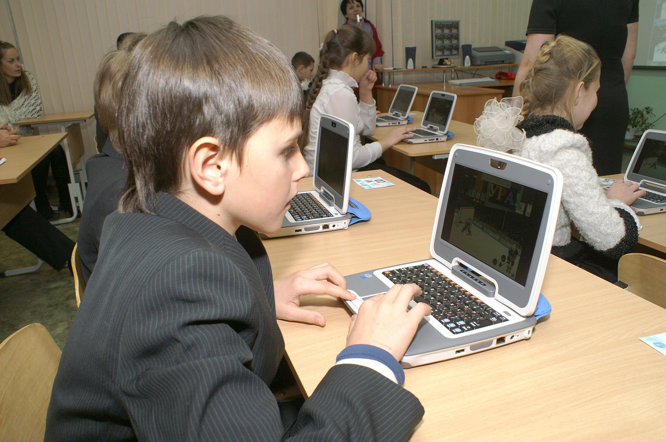 Картинки и фото детей за компьютером